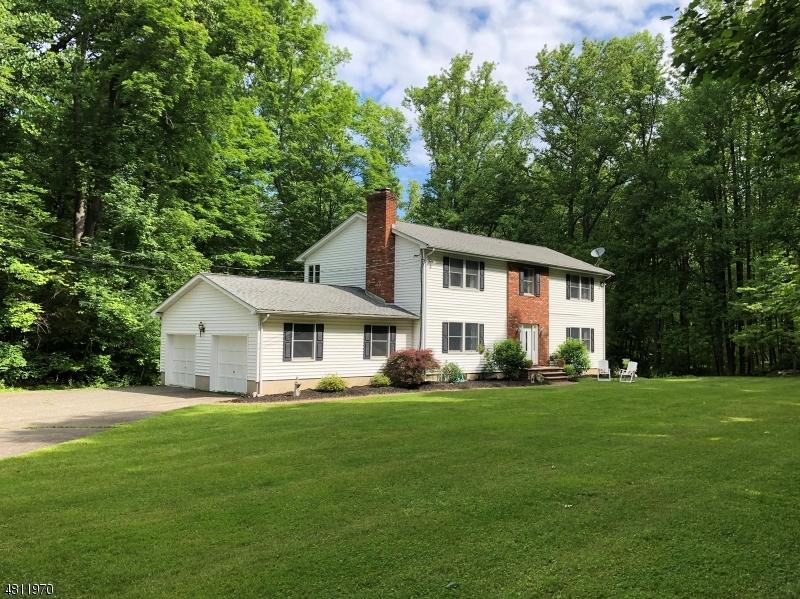 Maison unifamiliale pour l Vente à 118 STILLWATER STATION Road Fredon, New Jersey 07860 États-Unis
