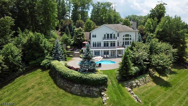 Einfamilienhaus für Verkauf beim 8 STAFFORDSHIRE Court Sparta, New Jersey 07871 Vereinigte Staaten