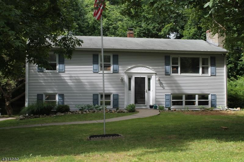 Частный односемейный дом для того Продажа на 8 LANCER Street Sparta, Нью-Джерси 07871 Соединенные Штаты
