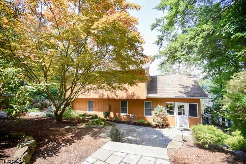 Enfamiljshus för Försäljning vid 75 SOUTH Road Bloomingdale, New Jersey 07403 Usa