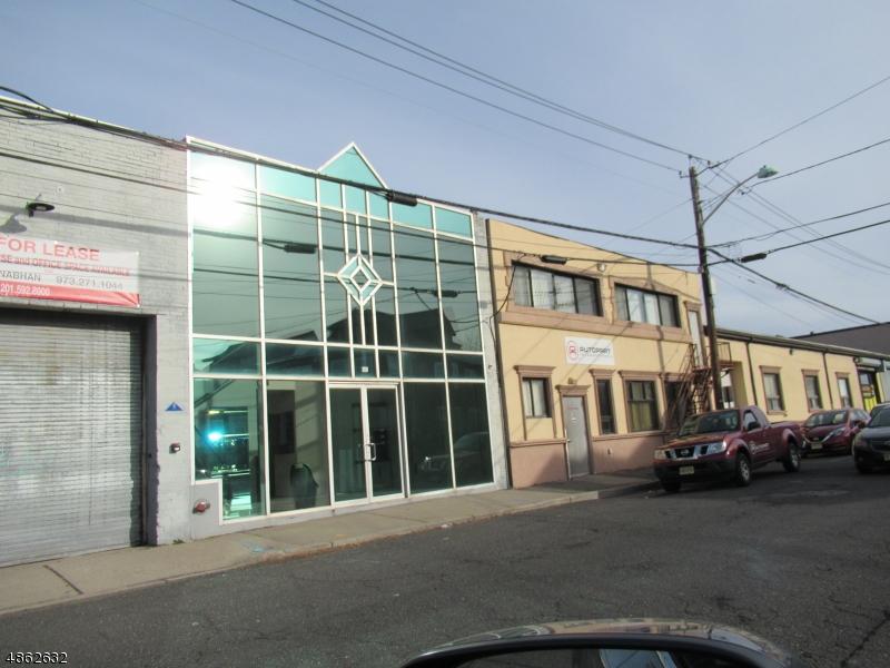 Коммерческий для того Продажа на 188 GETTY Avenue Clifton, Нью-Джерси 07011 Соединенные Штаты