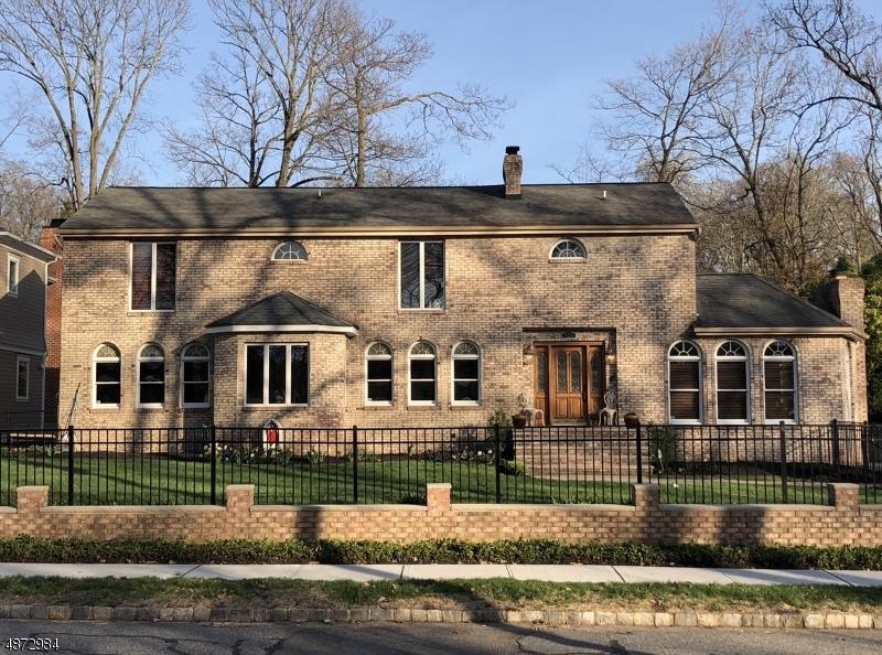 Частный односемейный дом для того Продажа на 139 PARK Avenue Verona, Нью-Джерси 07044 Соединенные Штаты