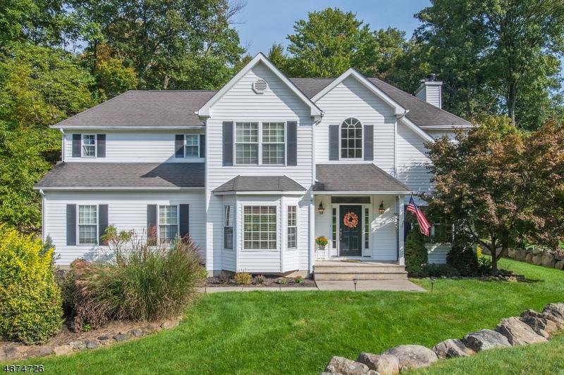 Casa para uma família para Venda às 23 MANOR Drive Byram Township, Nova Jersey 07821 Estados Unidos