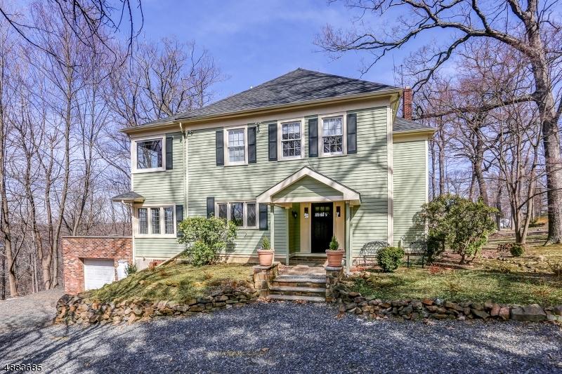 Частный односемейный дом для того Продажа на 126 OAKS Road Long Hill, Нью-Джерси 07946 Соединенные Штаты