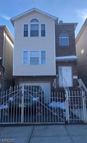 Property для того Продажа на 312 ORANGE Street Newark, Нью-Джерси 07103 Соединенные Штаты