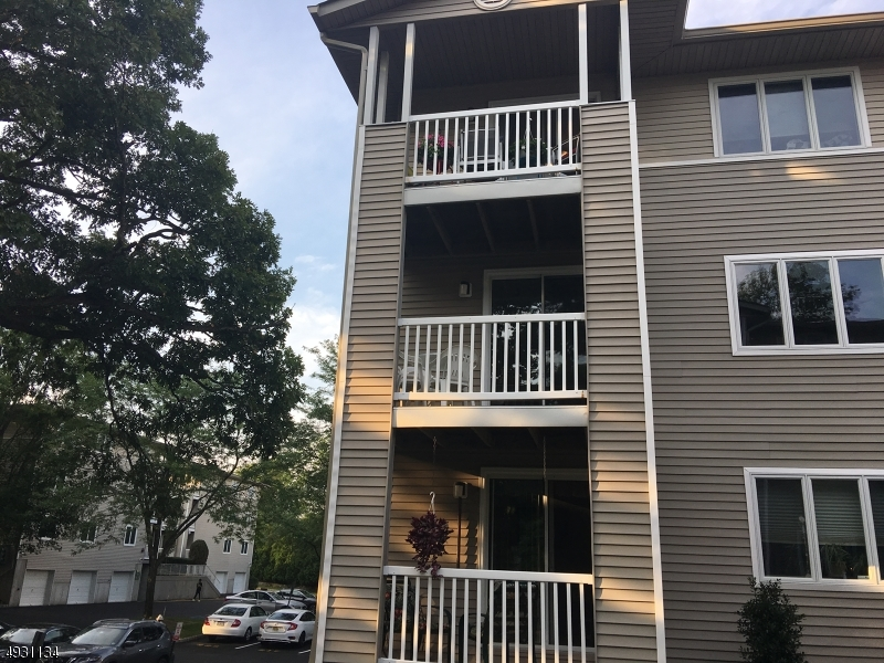 Condo / Maison de ville pour l Vente à Allendale, New Jersey 07401 États-Unis