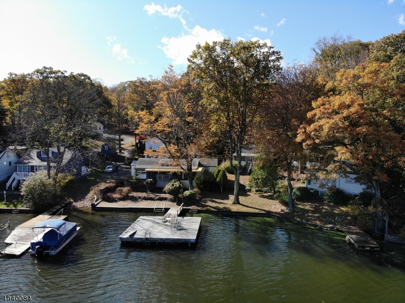 Single Family Homes pour l Vente à Hopatcong, New Jersey 07843 États-Unis