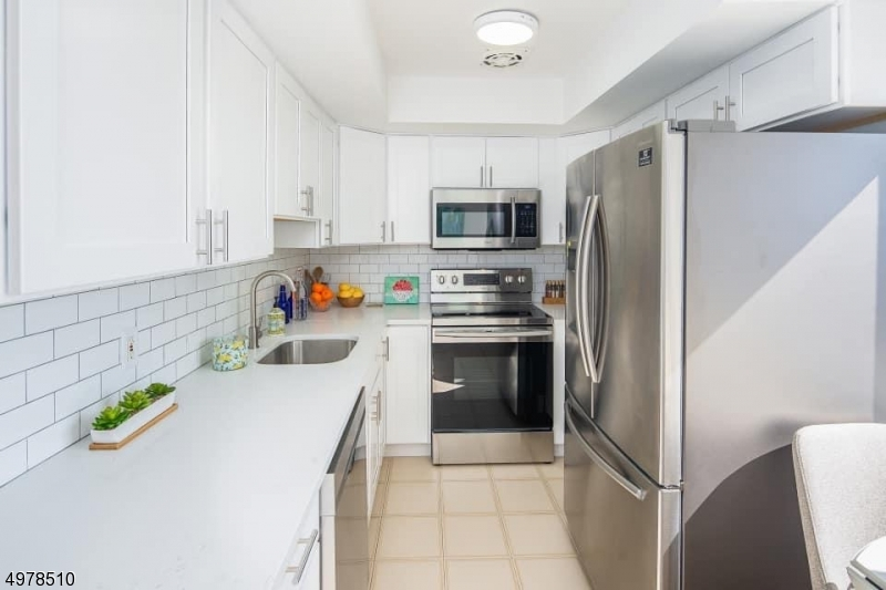 Condo / Casa geminada para Venda às Cliffside Park, Nova Jersey 07010 Estados Unidos