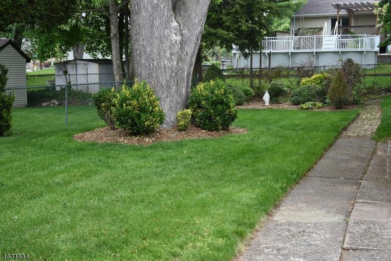 Additional photo for property listing at 16-21 11th  Fair Lawn, Nueva Jersey 07410 Estados Unidos