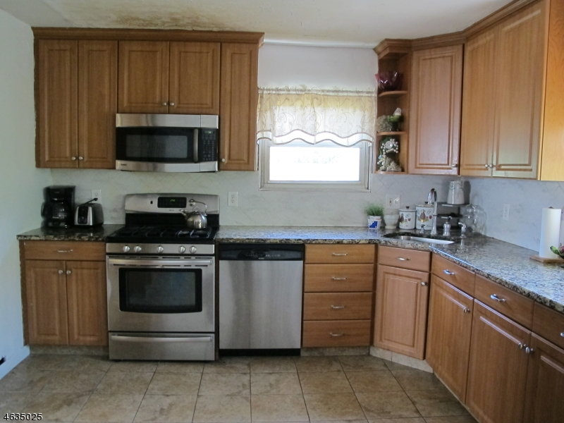 Additional photo for property listing at 193 E Henry Place  Iselin, Nueva Jersey 08830 Estados Unidos