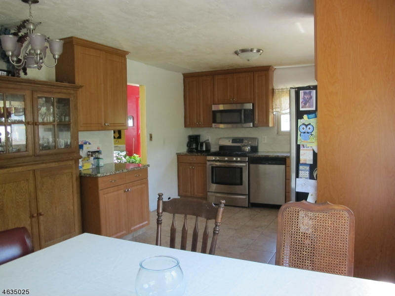 Additional photo for property listing at 193 E Henry Place  Woodbridge, Нью-Джерси 08830 Соединенные Штаты