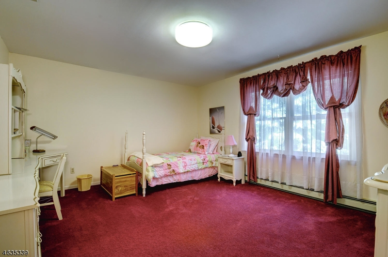 Additional photo for property listing at 7 Geoffrey Drive  Butler, Нью-Джерси 07405 Соединенные Штаты