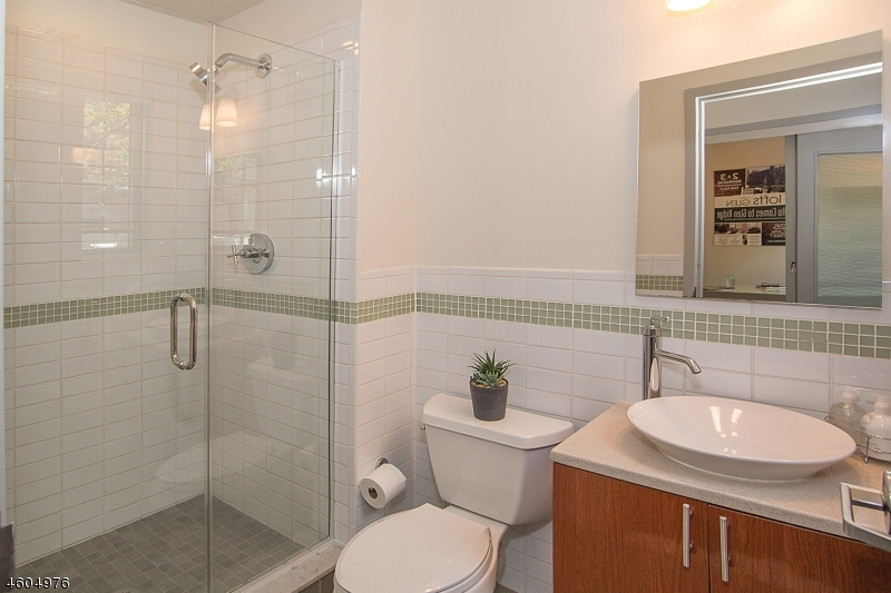 Additional photo for property listing at 25 Clark St, UNIT 204  Glen Ridge, Нью-Джерси 07028 Соединенные Штаты