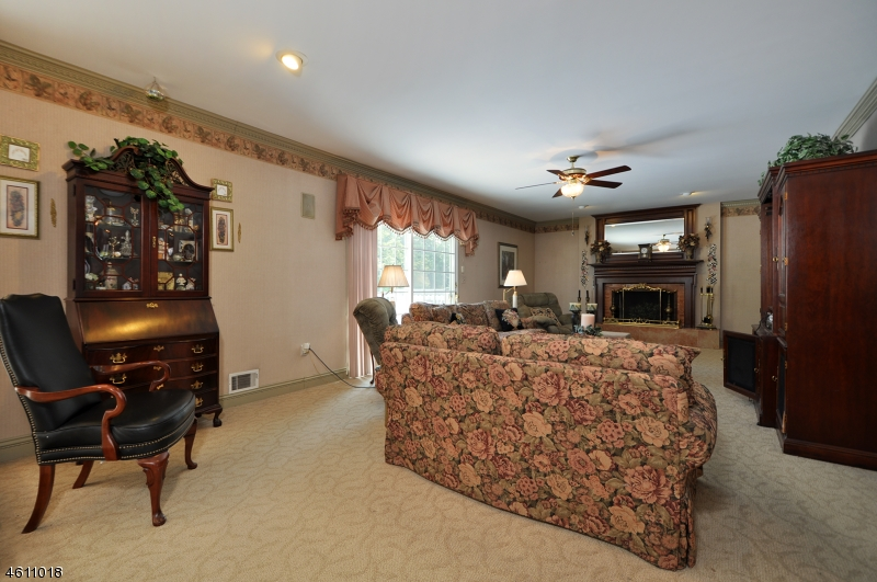 Additional photo for property listing at 9 Clinton Lane  Scotch Plains, Nueva Jersey 07076 Estados Unidos