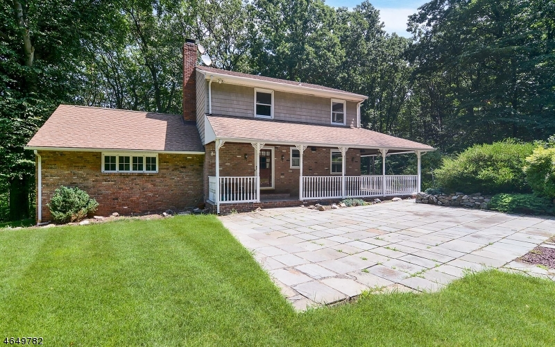 Maison unifamiliale pour l Vente à 349 Schooleys Mt Road Washington, New Jersey 07840 États-Unis