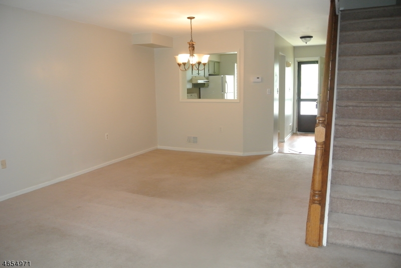 Additional photo for property listing at 86 Wood Duck Court  Hackettstown, New Jersey 07840 États-Unis