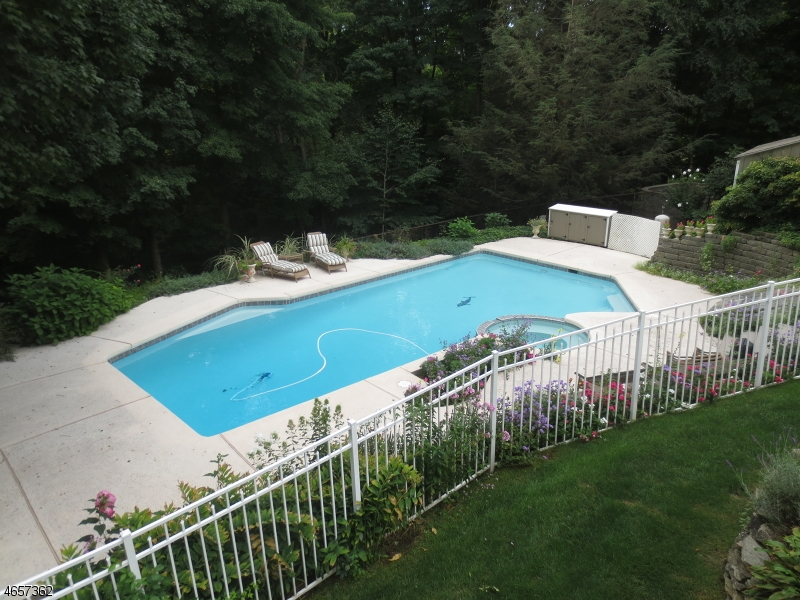 Additional photo for property listing at 4 Glenview Lane  Sussex, New Jersey 07461 États-Unis