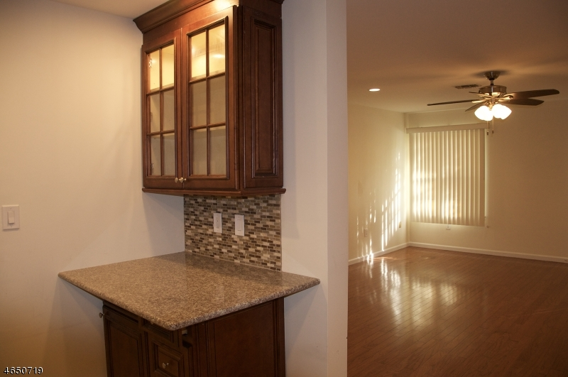 Additional photo for property listing at 6 Boyard Court  Somerset, New Jersey 08873 États-Unis
