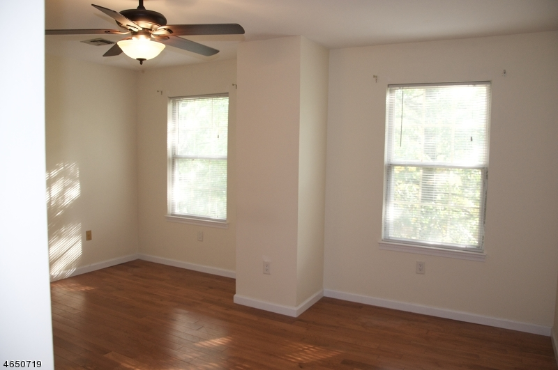 Additional photo for property listing at 6 Boyard Court  Somerset, New Jersey 08873 United States