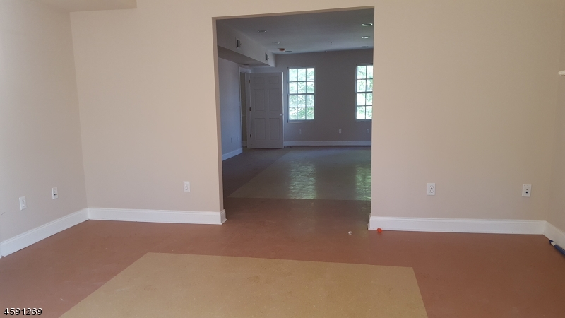 Additional photo for property listing at 488-490 Mt Prospect  Newark, Нью-Джерси 07104 Соединенные Штаты