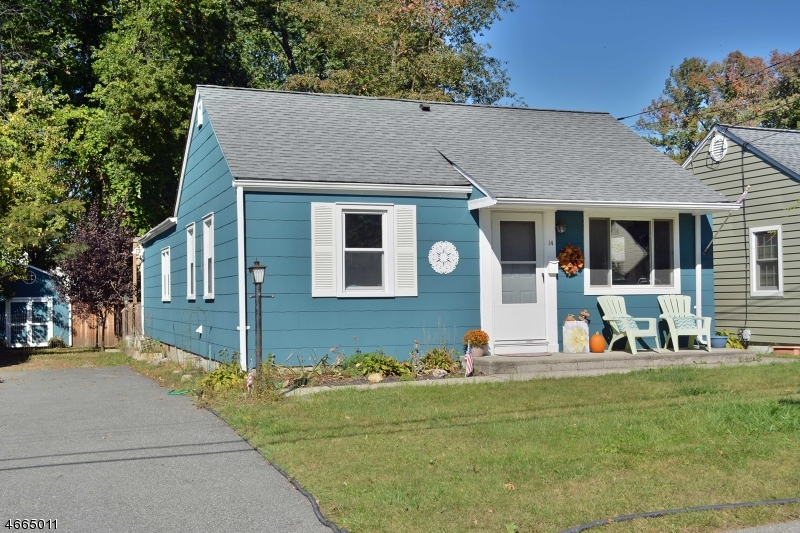 Single Family Home for Sale at 14 Park Avenue Haskell, New Jersey 07420 United States