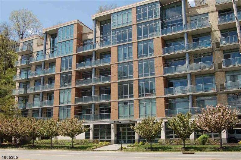 Частный односемейный дом для того Продажа на 8125 River Road North Bergen, 07047 Соединенные Штаты