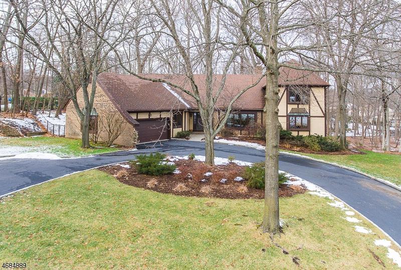 Частный односемейный дом для того Продажа на 501 Lydia Lane Wyckoff, 07481 Соединенные Штаты