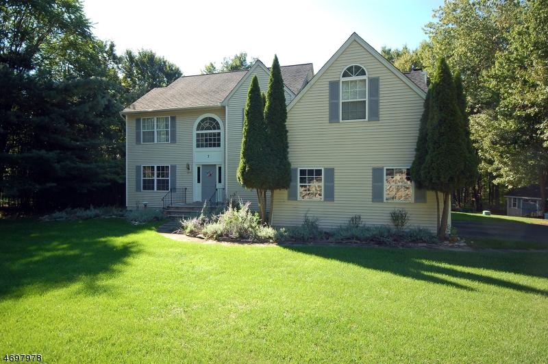 Einfamilienhaus für Verkauf beim 3 Cliffside Way Andover Township, New Jersey 07821 Vereinigte Staaten