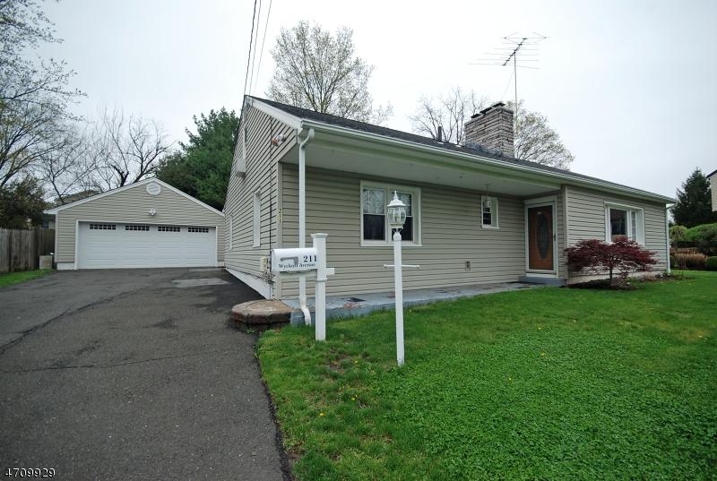 Casa Unifamiliar por un Venta en 211 Wyckoff Avenue Waldwick, Nueva Jersey 07463 Estados Unidos