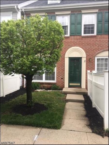Частный односемейный дом для того Аренда на 18 Brighton Way North Brunswick, Нью-Джерси 08902 Соединенные Штаты