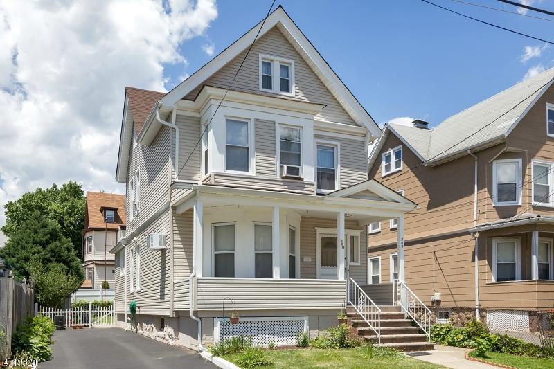 Maison unifamiliale pour l Vente à 207 Beech Street Kearny, New Jersey 07032 États-Unis
