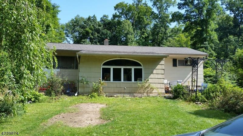 Einfamilienhaus für Verkauf beim 15 Howard Drive 15 Howard Drive Andover Township, New Jersey 07860 Vereinigte Staaten