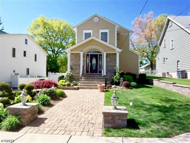 独户住宅 为 销售 在 351 Chestnut Street 纳特利, 新泽西州 07110 美国