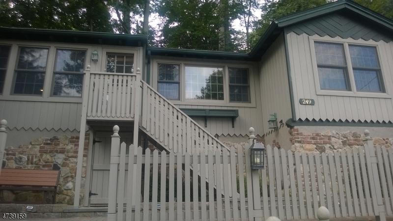 Maison unifamiliale pour l à louer à 249 W Shore Trail Sparta, New Jersey 07871 États-Unis