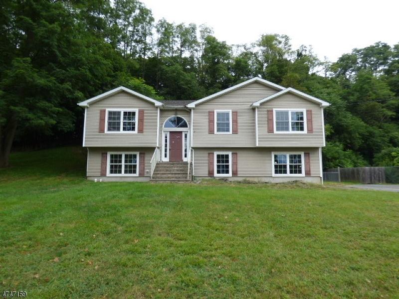 独户住宅 为 销售 在 73 Passaic Avenue Ogdensburg, 新泽西州 07439 美国