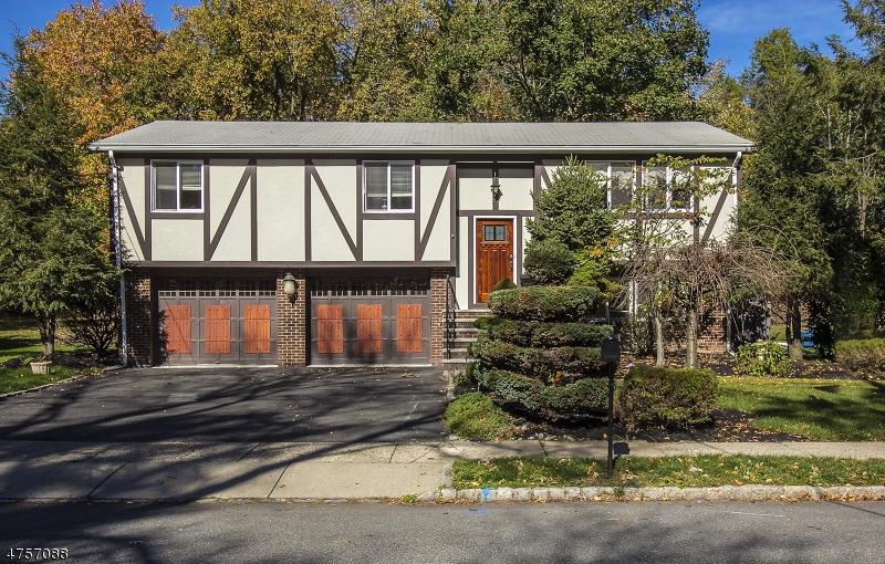 独户住宅 为 销售 在 56 Davenport Avenue 罗斯兰德, 新泽西州 07068 美国