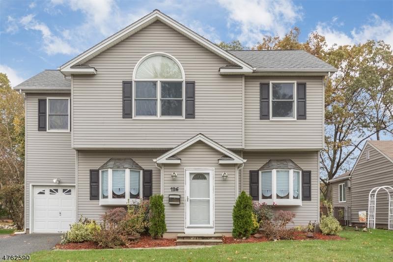 واحد منزل الأسرة للـ Sale في 126 Linwood Ter 126 Linwood Ter Clifton, New Jersey 07012 United States