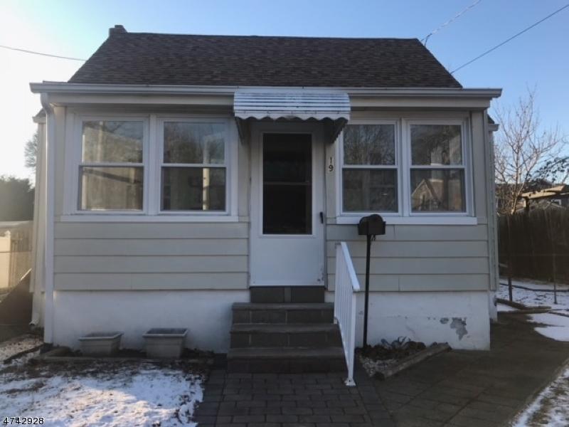 独户住宅 为 销售 在 19 Rose Ter 黑兹利特, 新泽西州 07734 美国