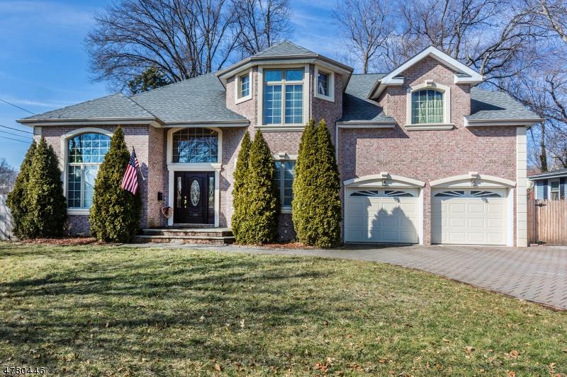 Частный односемейный дом для того Продажа на 159 Gary Street Paramus, Нью-Джерси 07652 Соединенные Штаты