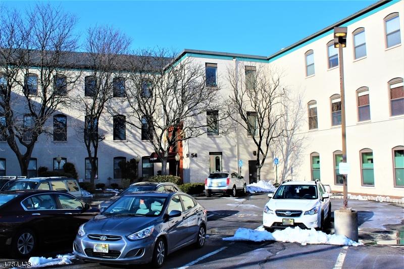 Casa Unifamiliar por un Alquiler en 54 W Cherry Street Rahway, Nueva Jersey 07065 Estados Unidos