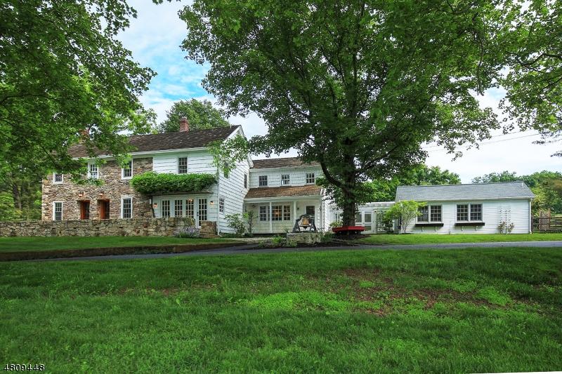 Maison unifamiliale pour l Vente à 8 PINE HILL Road Franklin, New Jersey 08801 États-Unis
