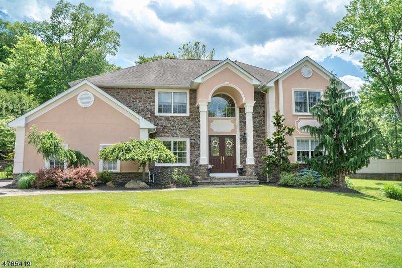 独户住宅 为 销售 在 8 SEELY Street Fairfield, 新泽西州 07004 美国
