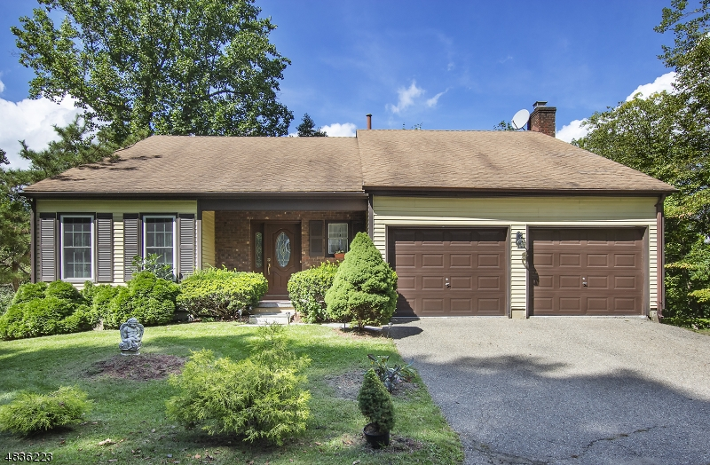 Частный односемейный дом для того Продажа на 48 SANDPIPER Drive Allamuchy, Нью-Джерси 07840 Соединенные Штаты