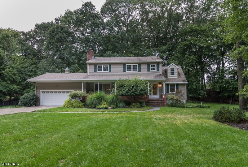Single Family Home for Sale at 5 OLD OAK DR 5 OLD OAK DR Mahwah, New Jersey 07430 United States