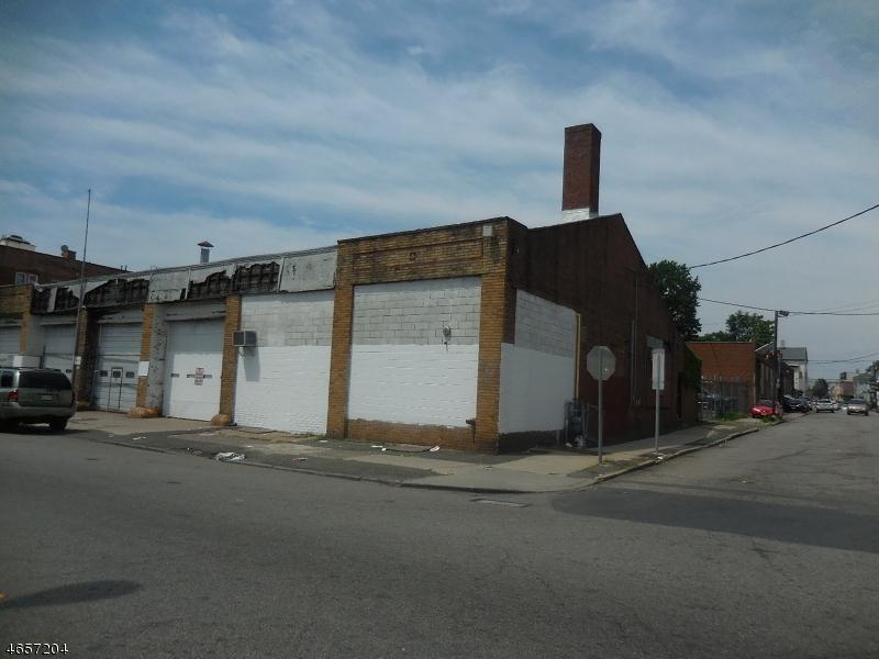 Commercial pour l à louer à 742 MADISON Avenue Paterson, New Jersey 07501 États-Unis
