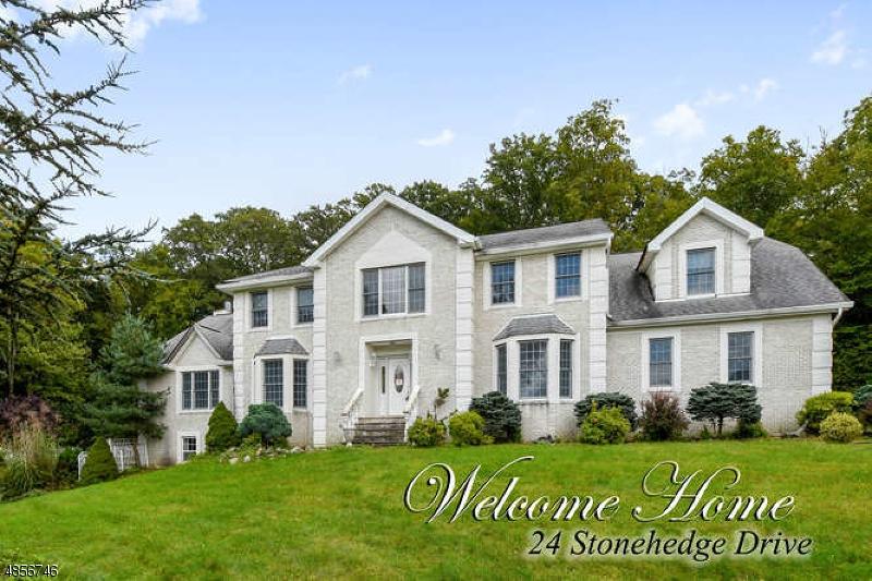 Частный односемейный дом для того Продажа на 24 STONEHEDGE Drive Hardyston, Нью-Джерси 07460 Соединенные Штаты