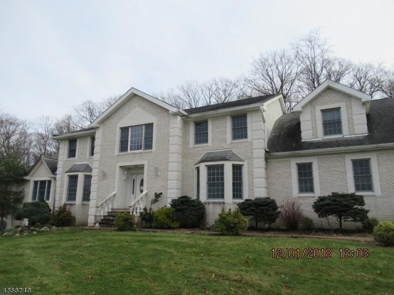 Casa para uma família para Venda às 24 STONEHEDGE Drive Hardyston, Nova Jersey 07460 Estados Unidos