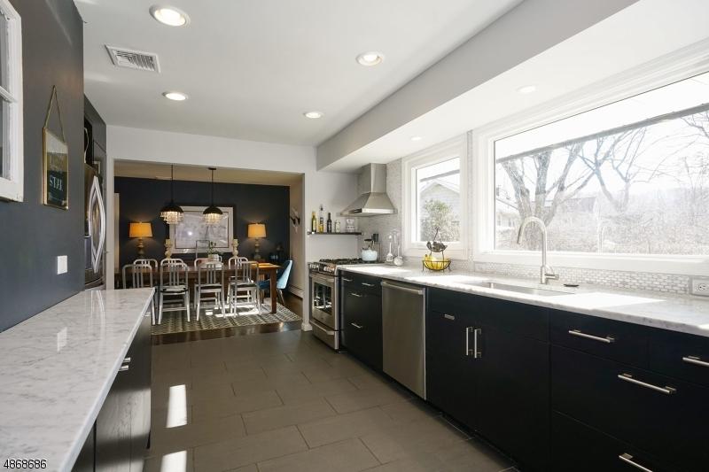 Enfamiljshus för Försäljning vid 15 S FOUR BRIDGES Road Washington, New Jersey 07853 Förenta staterna