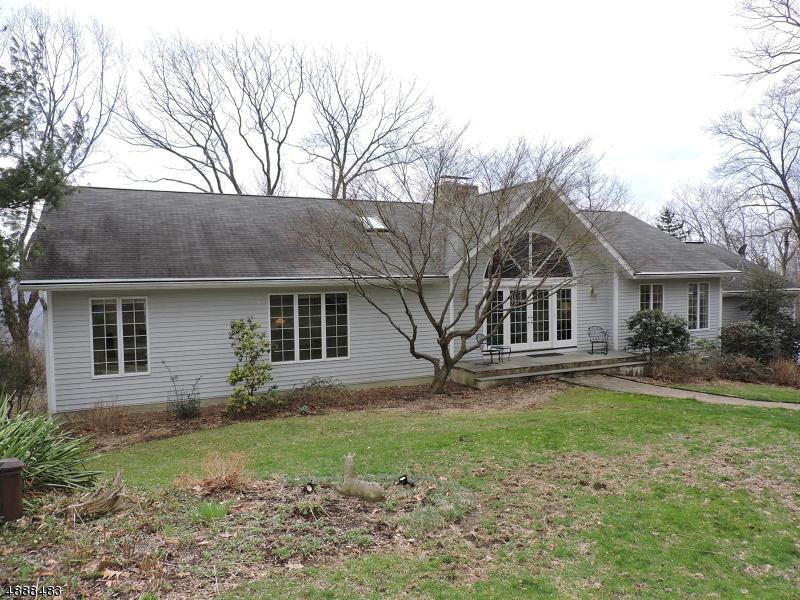 Maison unifamiliale pour l Vente à 16 FAR VIEW Road Liberty Township, New Jersey 07838 États-Unis