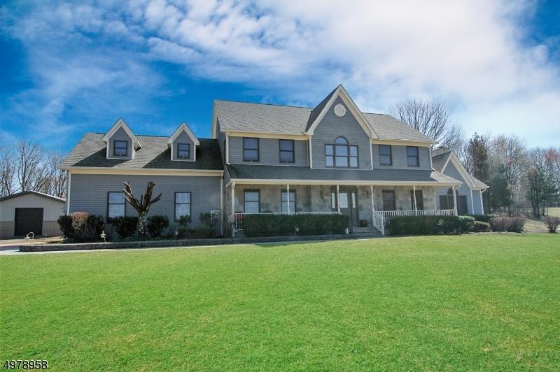 Single Family Homes pour l Vente à Frelinghuysen Township, New Jersey 07825 États-Unis
